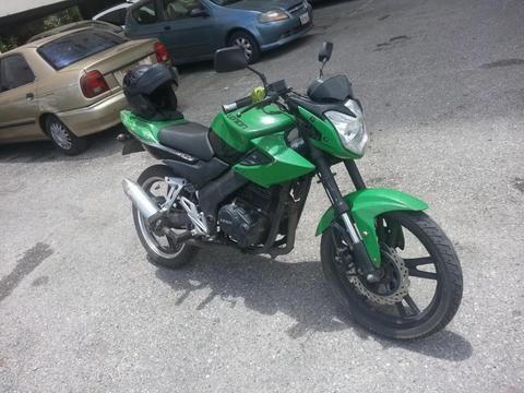 Vendo moto Loncin Naked