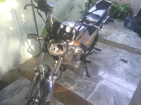 Excelente Moto en Maracay Palo Negro