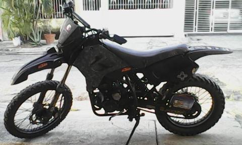 UM DSF 200cc / VENDO O CAMBIO