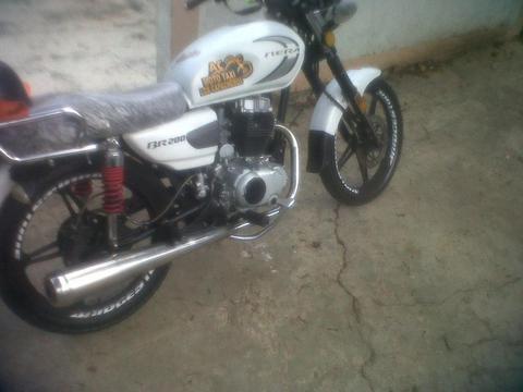 moto bera 200 año 2013 titulo seguro llamar telf 04162664819