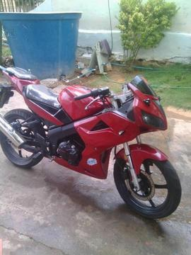 Vendo linda Moto Bera info. 04160633426