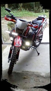 Moto ava 200 modelo mustang.accesorios,botas,cascos cauchos repuestos