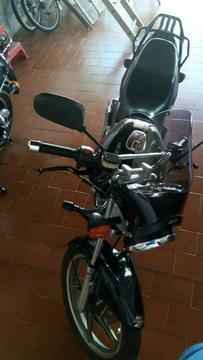 Moto Suzuki en 2012 12000km 125cc Nueva