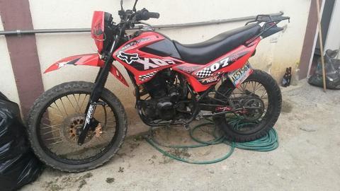 Moto Um Dsr 200cc