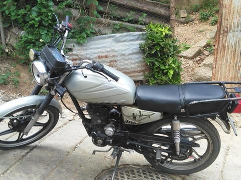 vendo moto regalada por hoy!!!