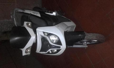 SE VENDE MOTO OUTLOOK 150 USADA