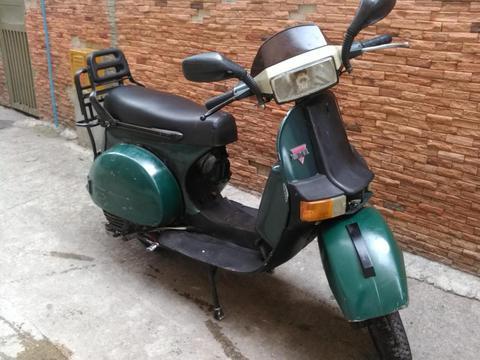 Moto marca: LML, modelo: SELECT II, año: 1999, color: VERDE teléfono: 04128006423 casco protector VCAN VS613 talla: S