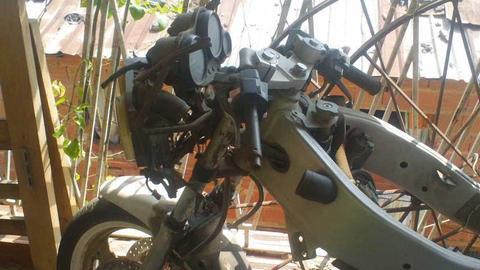 vida de yamaha fzr genesis 400cc para repuesto año 98