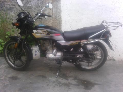 Vendo Moto Empire Horse 150