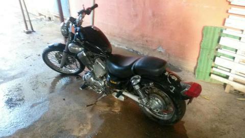 Moto Virago Yamaha 400 Cc Color Negro