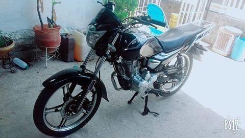moto empire horse 2 la moto esta como nueva motor nunca destapado