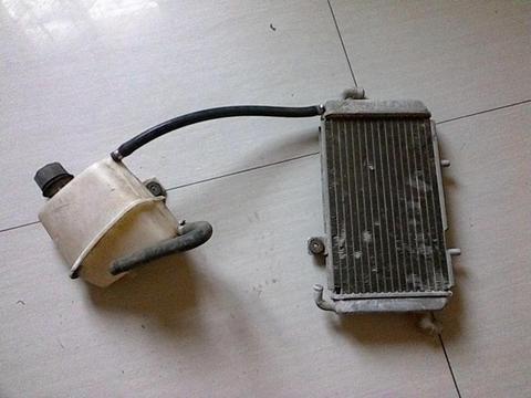 radiador y envase de gilera oxagon
