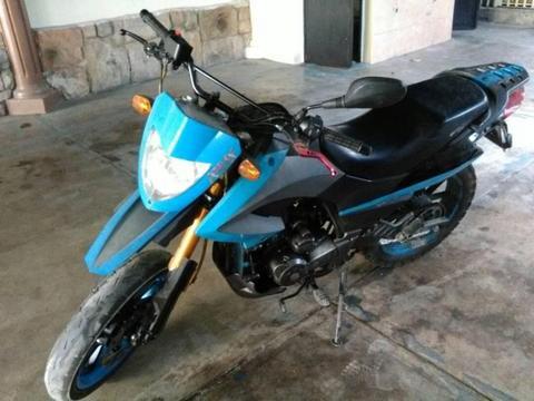 Moto TX200 Empire como nueva papeles al dia