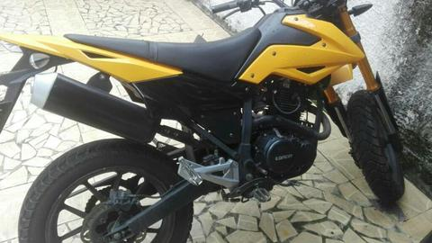 Vendo Moto Loncin Color Amarillo