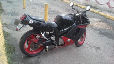 vendo moto yamaha fzr 600cc o se cambia x carro