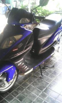Vendo Bella Moto Scooter Skygo Auto 150