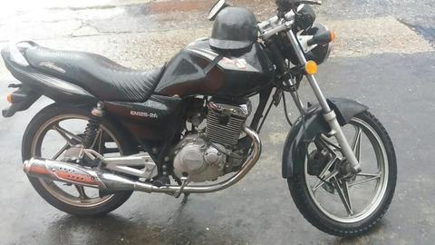 Moto Suzuki En125.cauchos 80%
