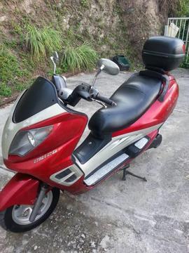 vendo esta bella moto por razones de edad baratisima